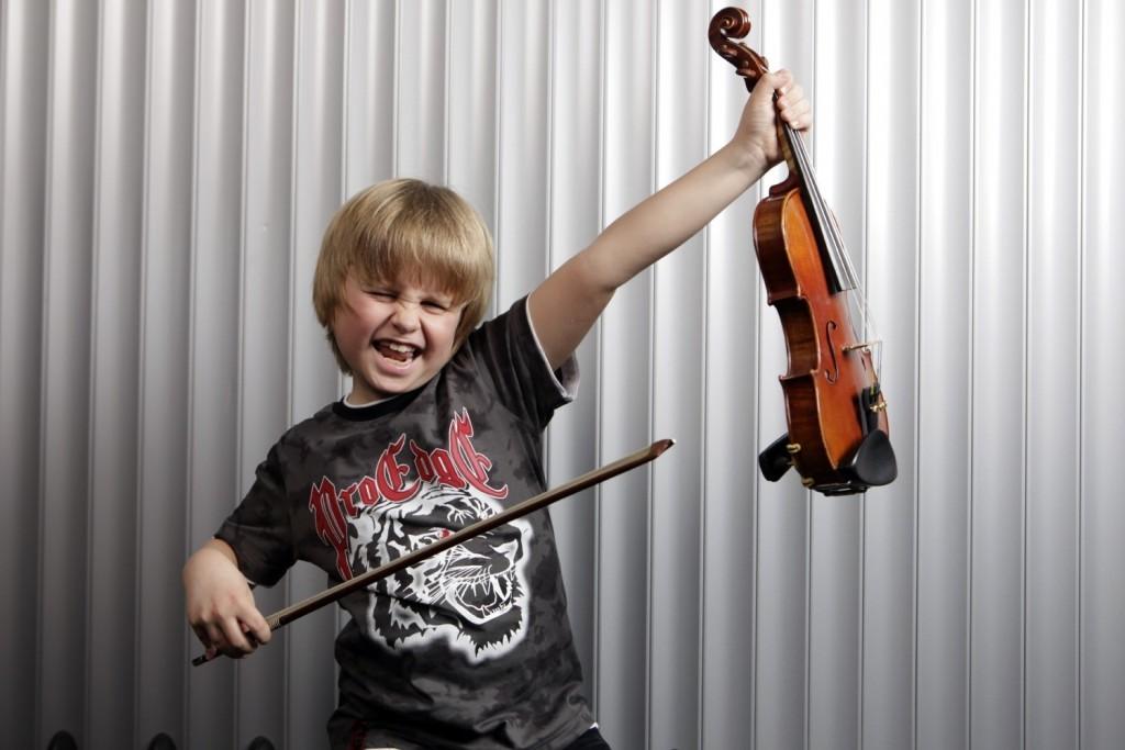 Junge mit Geige -Philosophie