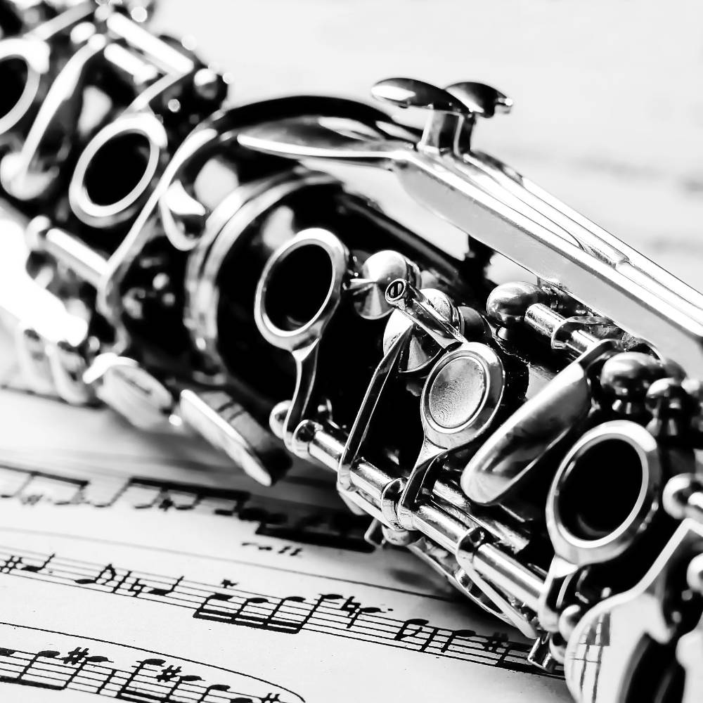 Klarinettenunterricht - Auschnitt einer Klarinette auf Notenpapier