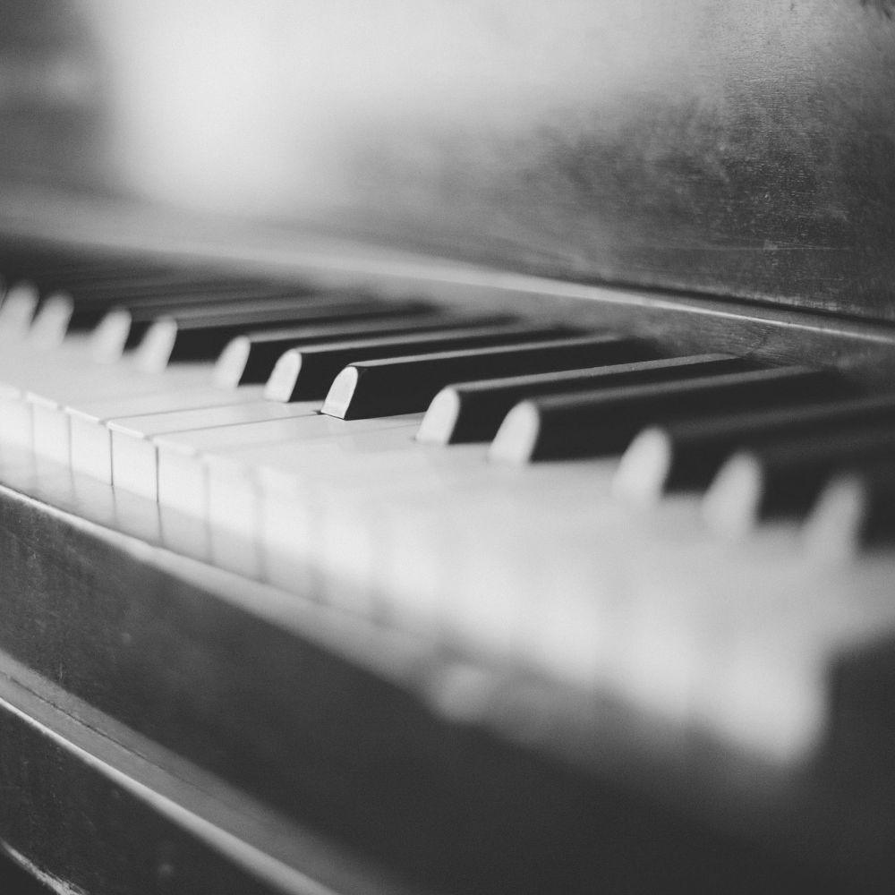 Klavierunterricht - Ausschnitt einer Klaviertastatur