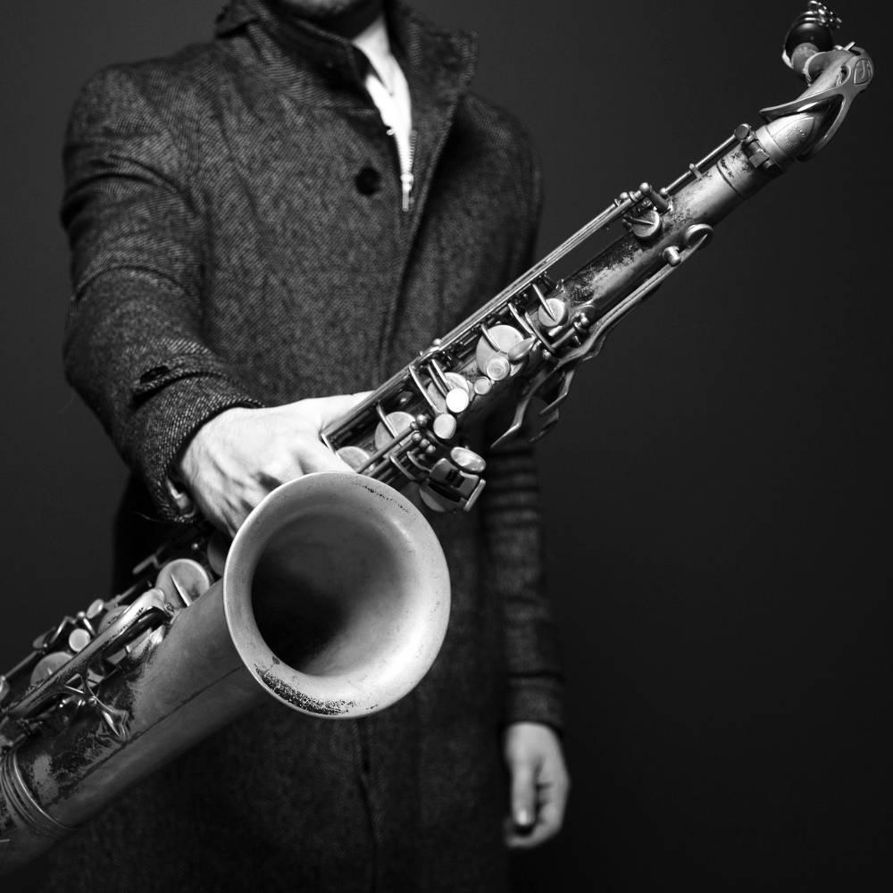 Saxophonunterricht - Mann mit Saxaphon